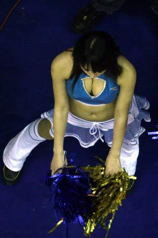 美女组图:篮球宝贝热舞露底裤 上围突出吸眼球
