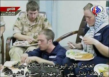 伊朗国家电视台播放被扣英军士兵画面。