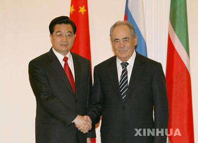 国家主席胡锦涛3月28日在喀山会见俄罗斯联邦鞑靼斯坦共和国总统沙伊米耶夫。