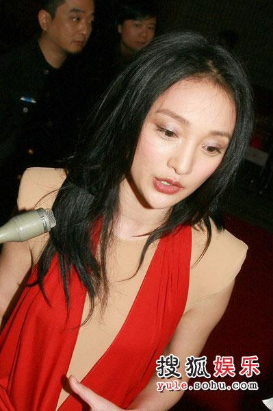 组图:周迅出席《明明》首映 爆吴彦祖想挖墙角