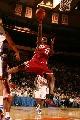 图文:[NBA]骑士VS尼克斯 詹姆斯上篮