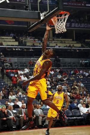 威廉姆斯飞身上篮