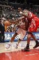 图文:[NBA]火箭VS快船  穆大叔防布兰德