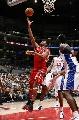 图文:[NBA]火箭VS快船  麦迪右手上篮