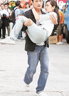 大宇与郭羡妮在《学警出更2》饰演夫妇,多次亲密接触。 资料图片