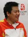图文:重剑冠军王磊做客搜狐 面对问题笑开怀
