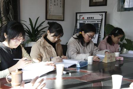 《一耽学堂》之七 学生们在很认真地听老师讲课