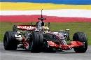 图文:[F1]马来西亚雪邦试车 汉密尔顿上赛道