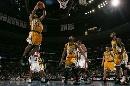 图文:[NBA]掘金负超音速  飞行式爆扣