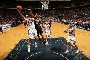 图文:[NBA]步行者负篮网  基德上篮