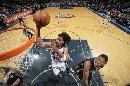 图文:[NBA]步行者负篮网  摩尔送球入筐