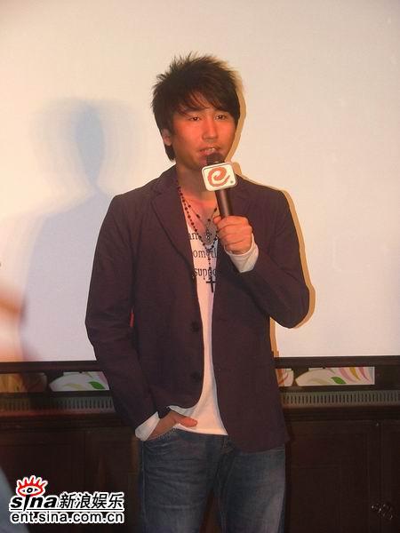 内地实力男歌手沙宝亮和黑鸭子演唱组担纲2007的甜蜜蜜邓丽君金曲演唱