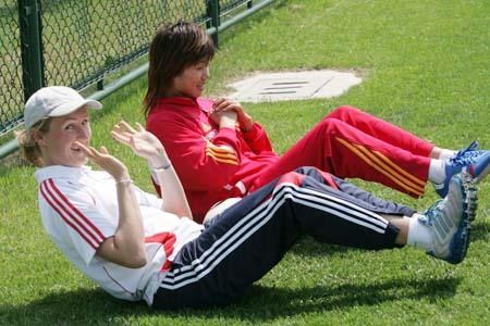 组图:女足集训一天三练 科学训练保障球员状态