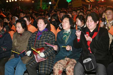 """图文:""""鼓动北京""""开幕仪式 现场观众热情高涨"""