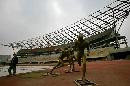 图文:奥体中心体育场 体育场中心的接力雕塑
