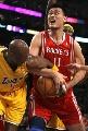 图文:[NBA]火箭VS湖人 奥多姆阻击姚明