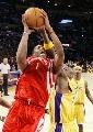 图文:[NBA]火箭VS湖人 奥多姆阻击麦迪