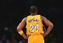 图文:[NBA]火箭VS湖人 科比骄人背影