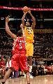 图文:[NBA]火箭胜湖人 图里亚夫后仰跳投