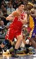 图文:[NBA]火箭胜湖人 姚明单打夸梅-布朗