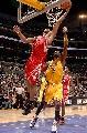 图文:[NBA]火箭胜湖人 海耶斯篮下进攻