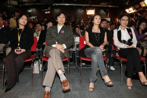 章子怡与张朝阳在搜狐演播大厅
