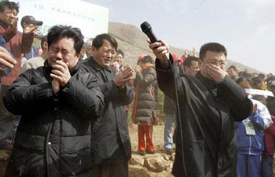 国家环保总局副局长潘岳遭遇沙尘暴。