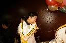 图文:丁俊晖20岁生日会 丁俊晖吃生日蛋糕