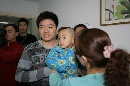 图文:小晖探望生病儿童 为小病患送温暖