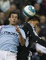 图文:塞尔塔1-2皇马 古蒂争顶头球