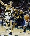 图文:[NBA]掘金胜超音速 艾弗森带球进攻