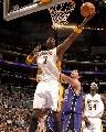 图文:[NBA]湖人126-103胜国王 奥多姆低手上篮