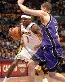 图文:[NBA]湖人126-103胜国王 帕克突破内线