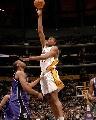 图文:[NBA]湖人126-103胜国王 拜纳姆勾手投篮