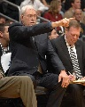 图文:[NBA]湖人126-103胜国王 杰克逊指点江山