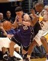 图文:[NBA]湖人126-103胜国王 毕比突破科比