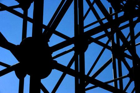 图文:奥运沙滩排球球场 用做支撑的钢架结构
