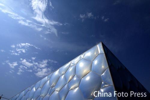 图文:国家游泳馆水立方巡礼 与蓝天遥相呼应