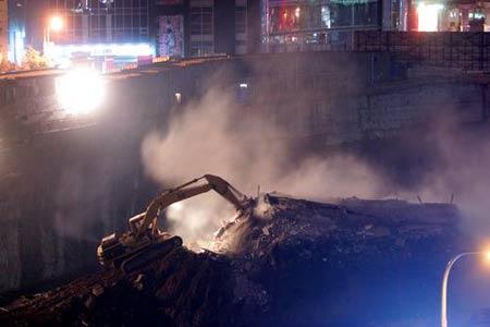 """""""最牛钉子户""""建筑物轰然倒塌,被夷为平地。来源:国新图库"""