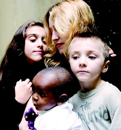 麦当娜在博客上经常提到一双儿女,却甚少提及她的非洲养子