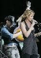 图文:2007NCAA总决赛  歌星现场助唱