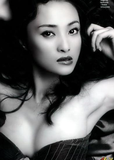 华语帮:与欧美女星巨波荡漾的丰胸相比