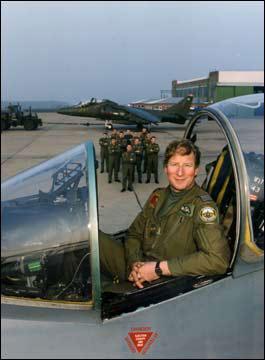 英国空军少将让属下考虑自杀性攻击遭质疑(图