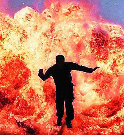 由罗礼贤设计的《B计划》的爆炸场面因为过于火爆,促使了香港政府修改限制拍摄法例