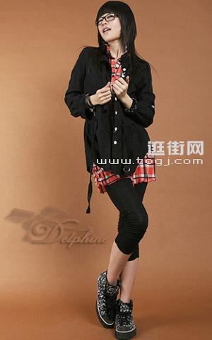 黑色夹克和黑色legging非常协调
