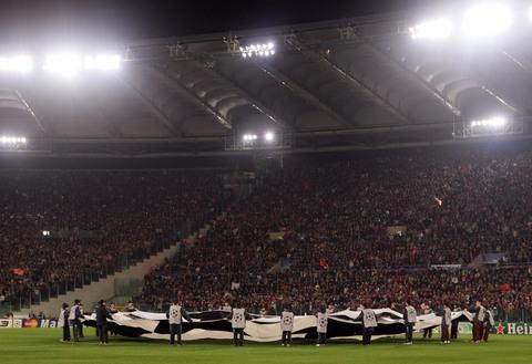 图文:欧冠罗马胜曼联 罗马队主场气氛火爆