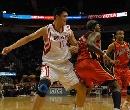 图文:[NBA]火箭vs勇士 姚明内线要求
