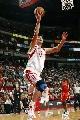 图文:[NBA]火箭vs勇士 姚明单手上篮