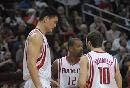 图文:[NBA]火箭vs勇士 街球王与斯潘商讨