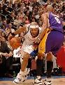 图文:[NBA]湖人负快船 马盖蒂奋力突破